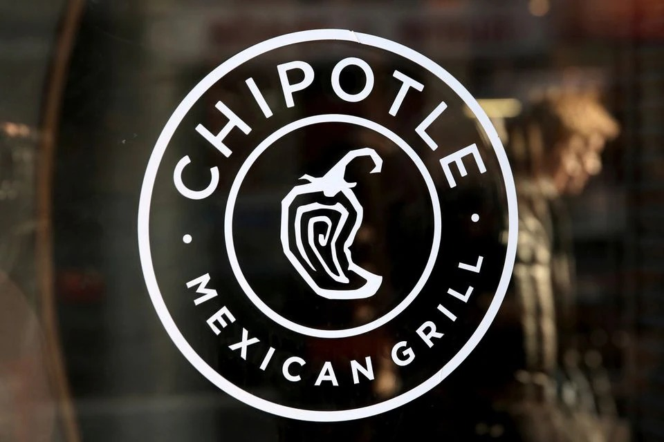 Chipotle raises average hourly wage, looks to hire 20,000 workers